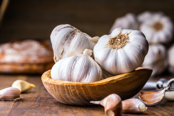 Garlic benefits in whiteheads